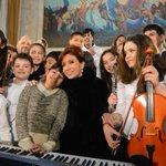 #PongamosUnaFotoDeCFK ella cuidaba del futuro de nuestros chicos... Gracias por tanto @CFKArgentina ❤ https://t.co/iNyQKAkfIn