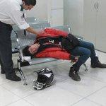 El Pity durmiendo en una sucursal de Nextel. https://t.co/W15cOGF974