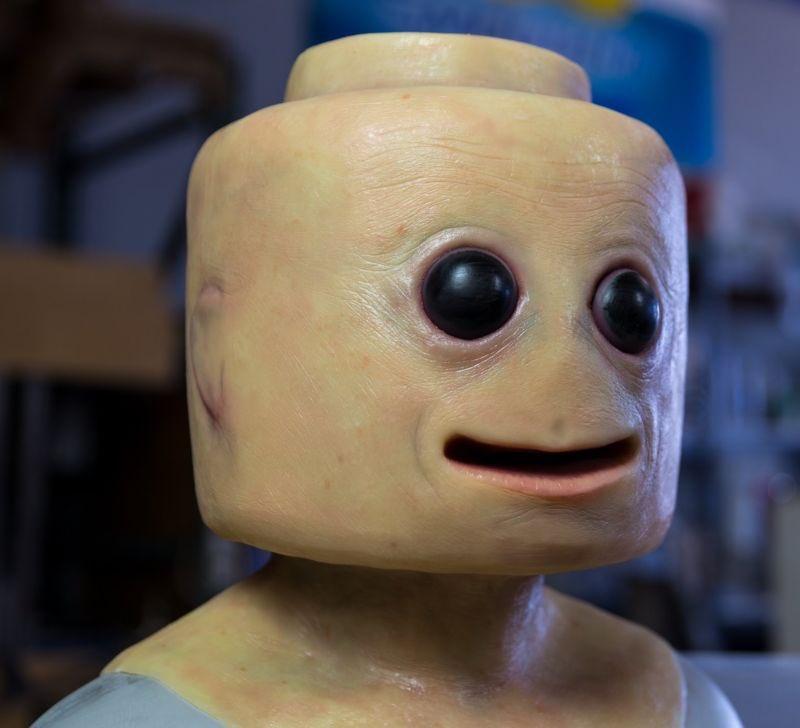 レゴのコスプレ、クオリティ高すぎてめっちゃ怖い😂笑
