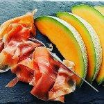 Impossibile trascorre lestate senza mangiare Prosciutto di #Parma e melone,buon appetito!Foto instagram @ParmaGola https://t.co/jpnaCFbwUR