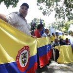 Colombianos en #Venezuela marchan en apoyo a NicolasMaduro https://t.co/jcOBFpACxO https://t.co/qOEnmlhodX