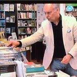 Gaat vandaag mensen blij maken met stapels vakantieboeken bij Broekhuis Hengelo. #boekverkopersgeluk https://t.co/juIfM7YDAd