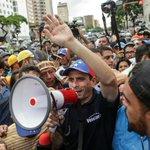 A pesar del impedimento del Gobierno, @hcapriles llega a Cumaná para promover el revocatorio https://t.co/E33WMQqdE9 https://t.co/0NfiQOputh