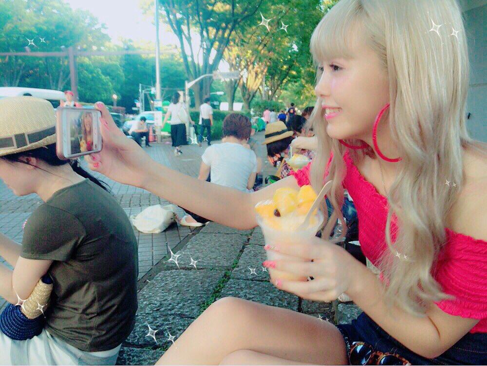今日はいつもヘアメイクしてくれる ユキさんに代々木公園でやってた 台湾フェスに誘ってくれたから 行っ…