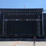 Stasera questo palco gigantesco si riempirà della musica e poesia di Sergio Endrigo. @DiscoverTrieste @TriesteSocial https://t.co/d3s54C5q4L