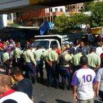 Protesta chavista y policía municipal impide el paso de @hcapriles al estado Sucre https://t.co/E33WMQHOvH https://t.co/XXwl513zms