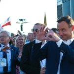A po podpisaniu ustawy o #TK, łamiącej polskie prawo, Pan @AndrzejDuda wyśmienicie bawił się na #ŚDM2016. https://t.co/YzMEhw3oGn