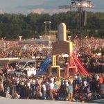 Papież Franciszek jest już z nami. Właśnie przeszedł przez Bramę Miłosierdzia #CampusMisericordiae @Pontifex_pl #SDM https://t.co/b2NK2rgdNe