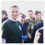 W Brzegach udało nam się spotkać z Prez RP @AndrzejDuda, który założył naszą zlotową koszulkę! #ZHRnaŚDM #ŚDM2016 https://t.co/E8ZEzZfoEo