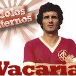 É com pesar que comunicamos o falecimento do nosso ex-lateral Vacaria, bicampeão brasileiro. https://t.co/zBkVDQzxHQ https://t.co/aYqjhkQzLF