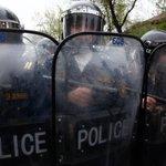 В Ереване вновь собирается митинг для поддержки захватчиков полицейского участка https://t.co/uVkjvcslsx https://t.co/k3RJXfaIHS