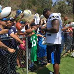 Time to meet some of your favorite Chargers!⚡️⚡️⚡️ #ChargersCamp https://t.co/K4sfSJSyaP
