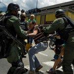 ¡A merced de los militares! Tienen licencia para usar armas de fuego en protestas https://t.co/xJYIit9Kux https://t.co/1DM5NhN0nL