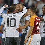 Boy Ako Sawa! Ibrahimovic celebrates with team mates after scoring Club Friendly HT Galatasaray 2 - 1Man United https://t.co/aDa9nNrvYQ