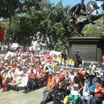 EN DESARROLLO | Comunidad de colombianos en Venezuela ratifican apoyo a @NicolasMaduro desde la Plaza Bolívar de Ccs https://t.co/lJWSy7eT8f