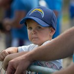 Next generation Chargers fans show their support at Training Camp today. #ChargersCamp  📸 : https://t.co/VawudRvnUH https://t.co/aqzCP9HhZo