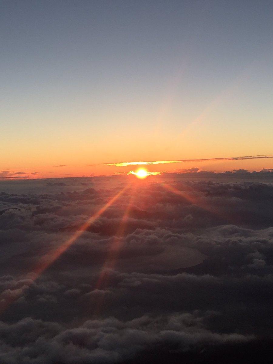8合目から。雲海の中からの御来光です。(一) #富士山#山梨
