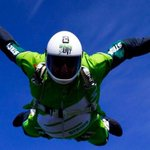 Skydiver jumps from 25,000 feet without a parachute https://t.co/y0uiH9r8f6 https://t.co/28ZLTVr3TW