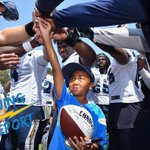 .@MelvinIngram grabbed one lucky fan to break down todays huddle at #ChargersCamp. MORE: https://t.co/UiDcA7lKkS https://t.co/GpSpINQgFw