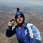 Its incredible: Watch this skydiver free-fall 7.6 km without a parachute https://t.co/OJ44GVaHPq https://t.co/7teR3vEAs3