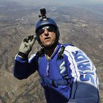 Luke Aikins becomes 1st skydiver to successfully jump without parachute, landing in net in California https://t.co/H4D35mFWxT