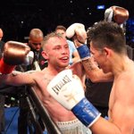 REPORT: @RealCFrampton defeats @LeoSantaCruz2 to win WBA featherweight title: https://t.co/FjWxZGc4db https://t.co/qeoGrsCg0V