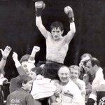 Carl Frampton becomes WBA featherweight champion 31 years after his mentor Barry McGuigan. #FramptonSantaCruz https://t.co/eDcvGo8CLf