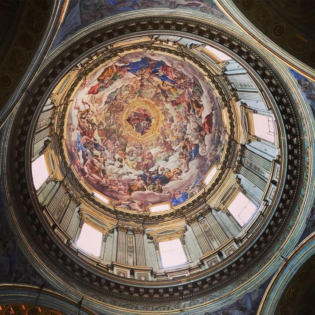 Cappella di San Gennaro #duomo #napoli https://t.co/L4dSYYf9uW https://t.co/E1kV5oDuRI
