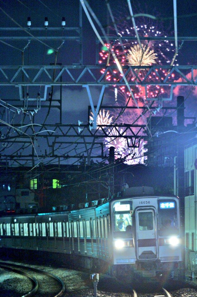 7/30  隅田川花火大会 × 東武スカイツリーライン  鉄道と花火のコラボに成功。
