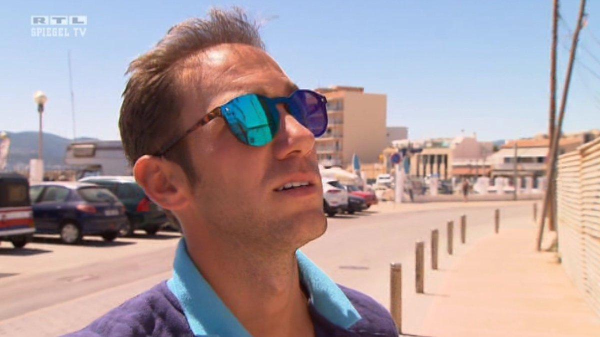 Der Deutsche Makler Marcel Remus Sucht In Portixol Auf Mallorca Sehr