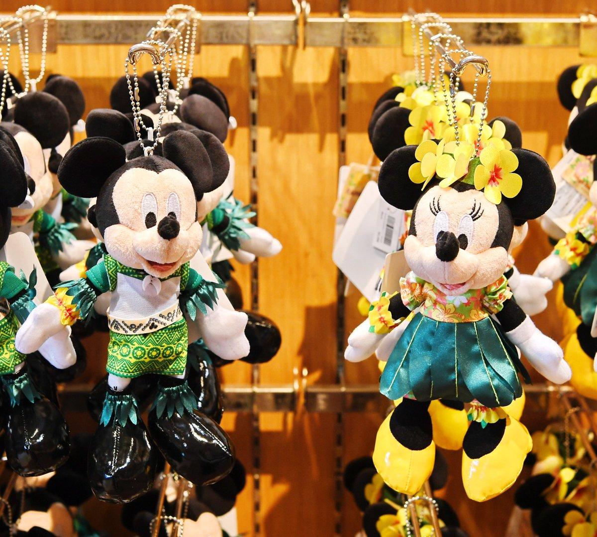 ミッキーのレインボー・ルアウのミッキー、ミニーぬいぐるみバッジ、本日新発売☆ 各価格2200円です。…