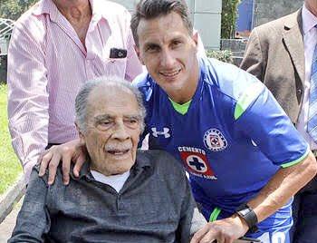 Gracias por todo lo que diste al futbol mexicano! Que suerte poder tenerte y disfrutarte. Feliz cumpleaños Don Nacho https://t.co/pGiaK33t37