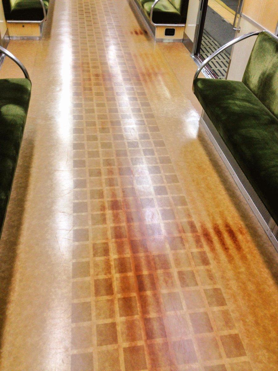 抵抗車(阪急3300系)のジュール熱焼け。床板の波形鋼板の山数まで再現したい模型鉄さんに。そんな人居るかどうかは知らない。 https://t.co/LKTOc9DEiT