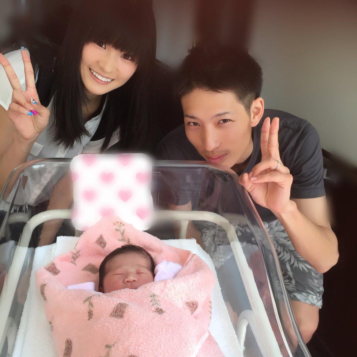 今朝おばさんになりました♡ お昼に東京へ戻る予定だったのでギリギリ顔を見ることができました。 なんだ…