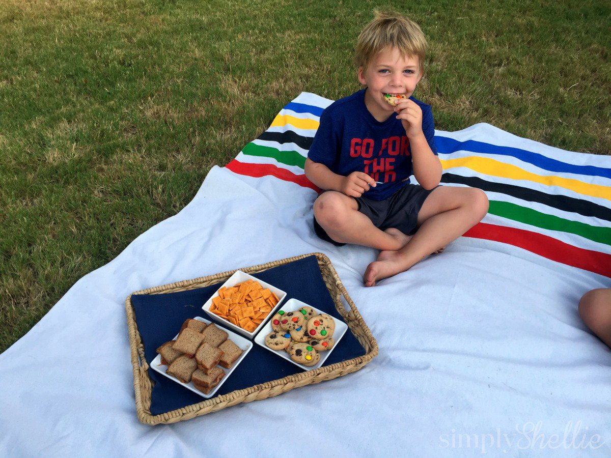 Look at our cute #GetReadyForGold picnic blanket! Easy DIY tutorial: https://t.co/ySOmLSZbPC #ad by @Randalls_Stores https://t.co/i4BoX7RDZ4