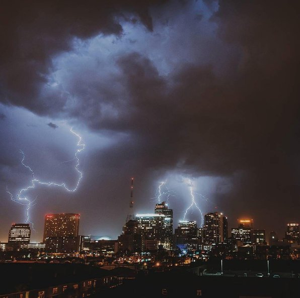 Wicked weekend sky over #dtphx!⚡️ Photo by @unheard_harmony https://t.co/cBzUMHPLBT