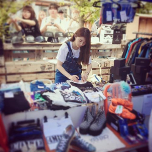 Sohyun has posted photos of herself on Instagram selling her old 4Minute gear at a flea market. https://t.co/xMCGBPikMA