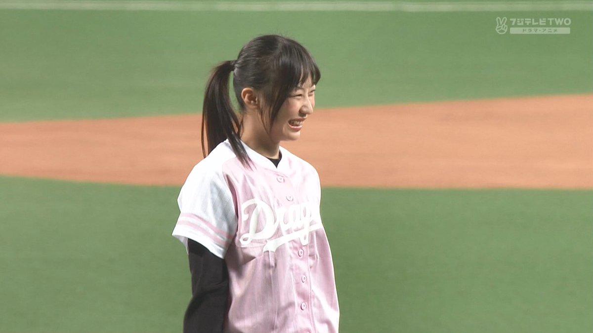 日高優月さんの始球式。投球前の緊張顔が高柳さんのそれとソックリでなんだか微笑ましかったので今日は飲みます。ノーバンならずも投球後の笑顔が強烈にキュートでした。ナイスピッチ! https://t.co/BR73wFh5XE