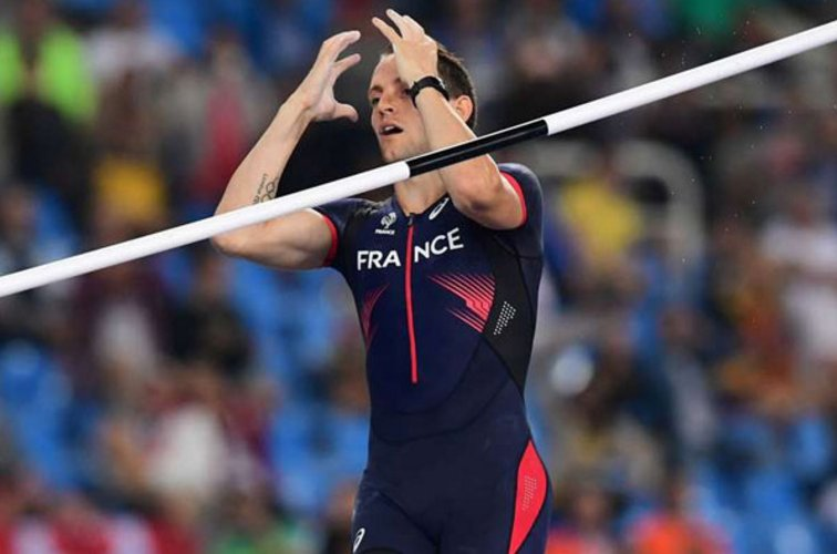 Beaten Lavillenie fumes at jeering Brazilian crowd