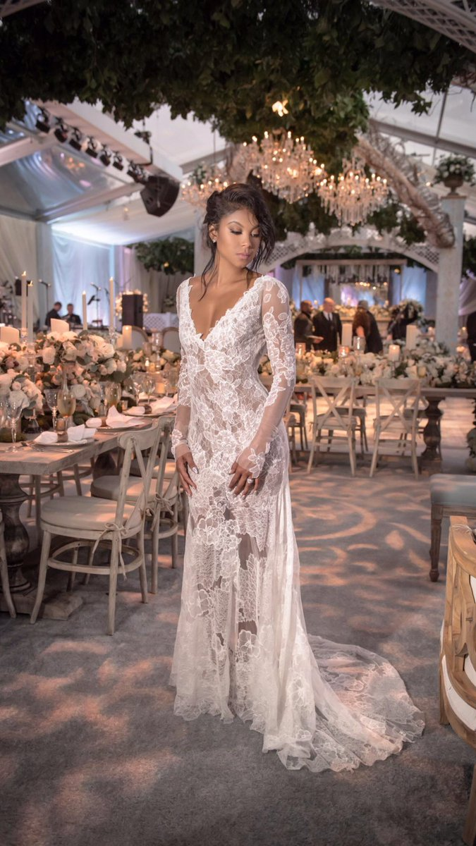 @ENIKOBABY wore custom #VeraWang for her wedding to @KevinHart4real. She chose this long sleeve lace for reception. https://t.co/rLKw7UqE5F