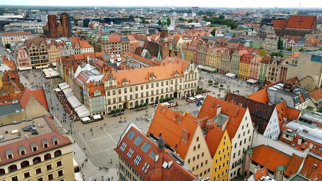 View of #Wrocław's Old Town From St. Elizabeth's church bell tower. #Wroclaw https://t.co/5FvfHlMCwL
