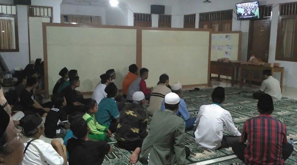 Ahmadi Member in Kawalu-Tasikmalaya, Indonesia, watching Baiat International. photo via Ade Almahdi #JalsaUK https://t.co/uYcxhfDSXe