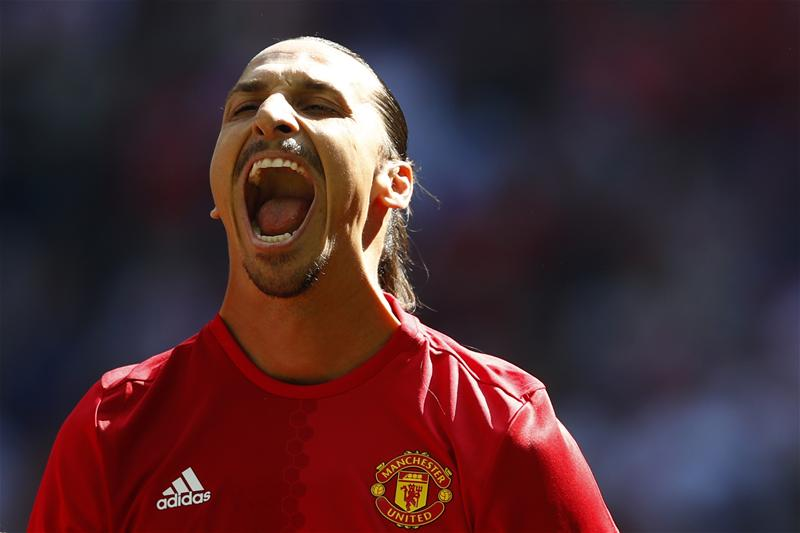 1 - Zlatan Ibrahimovic has now scored on his PL, Serie A, La Liga, Ligue 1 and Champions League debut. Glorious. https://t.co/fI1l4FfDCI