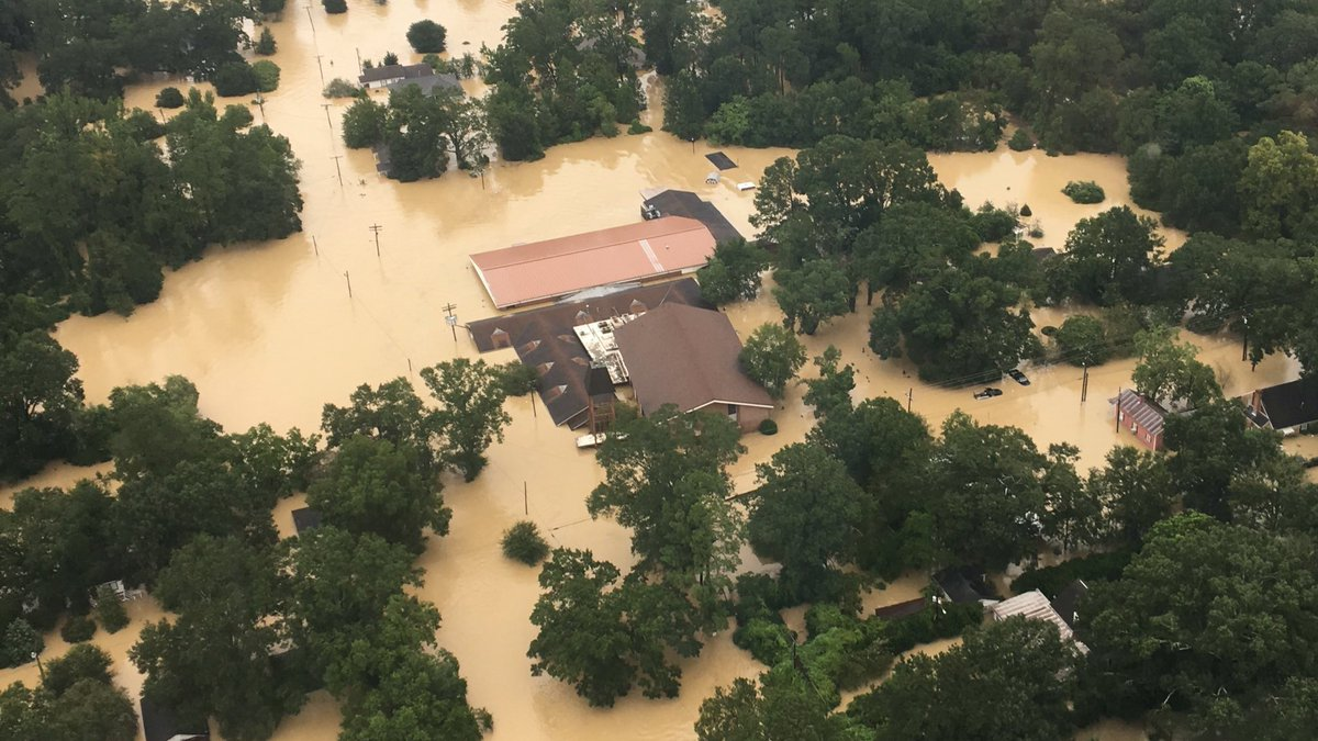 I know everywhere in the world is normal but I wanna ask Y'all to pray for my people and Baton Rouge. #ThisIsHome https://t.co/vBOvYEn0J2