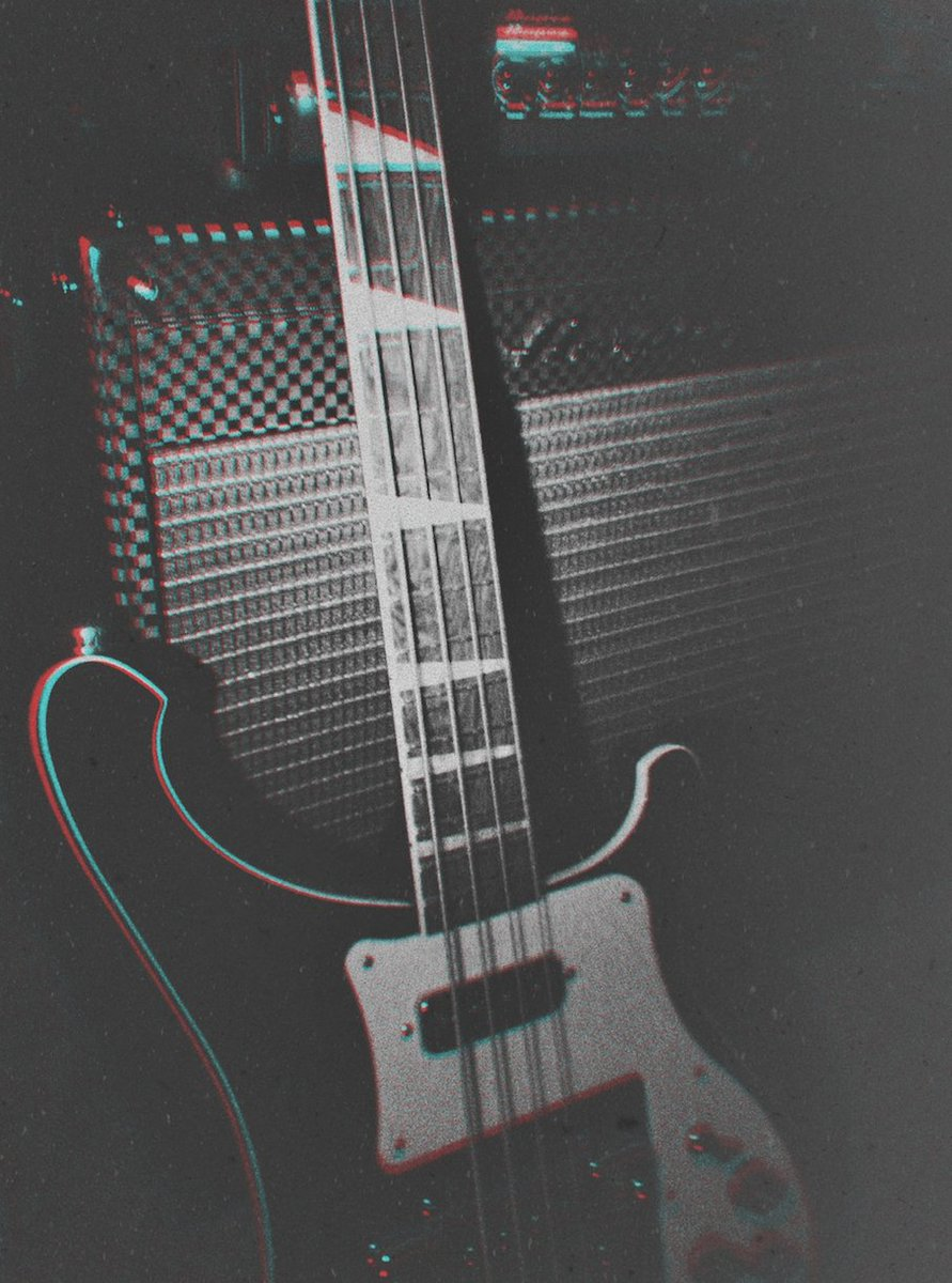 Got a challenge here for bass players... https://t.co/yDqNArkJBC https://t.co/q8jgfYKfva