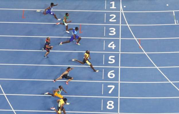 Olympic legend @usainbolt win the 100m for the third time with a time of 9.81s. https://t.co/Unknta1euD