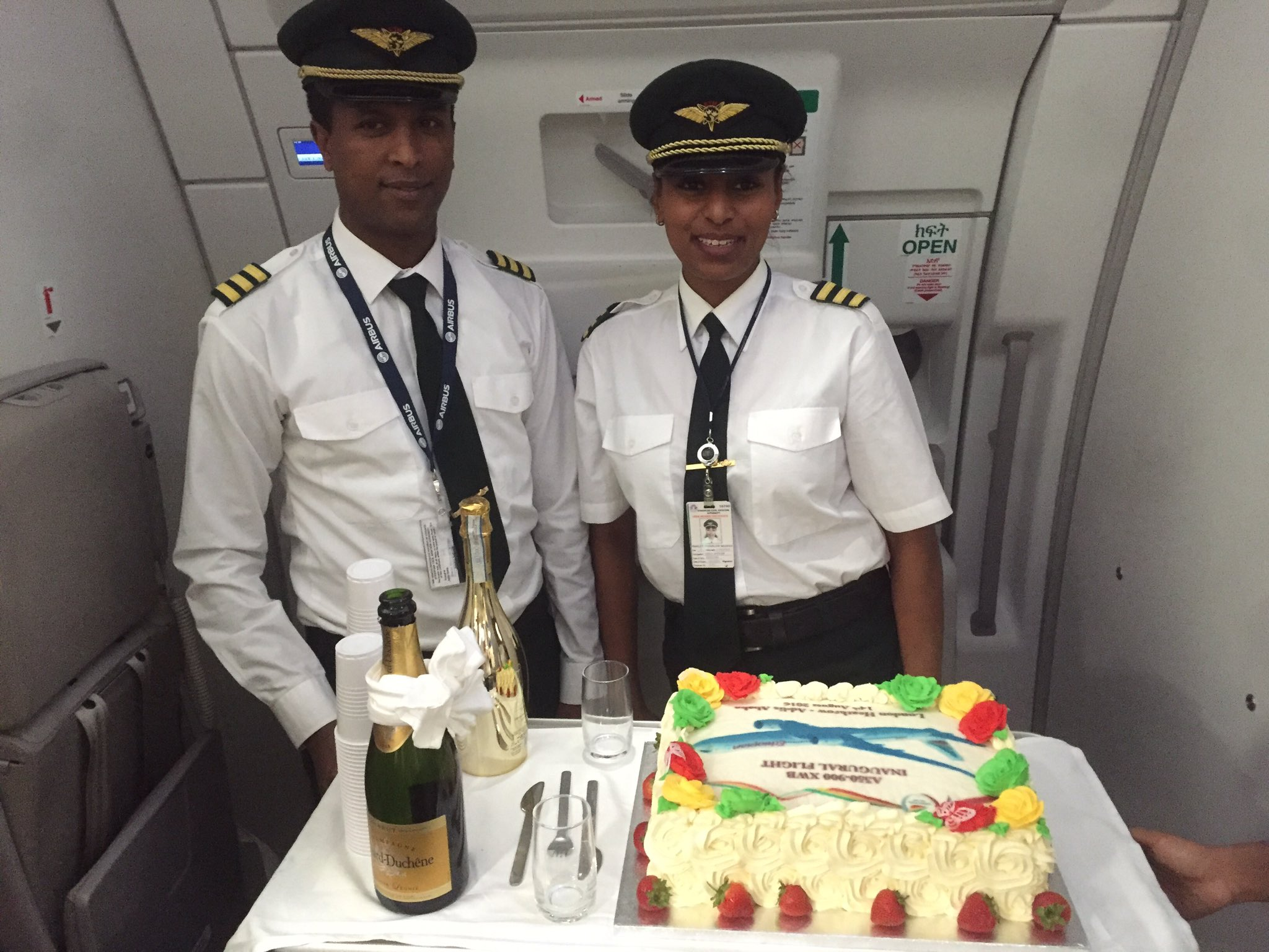 Cake and champagne to mark the first @flyethiopian @Airbus A350 flight from Heathrow to Addis Ababa. https://t.co/bRRtbub7Rh