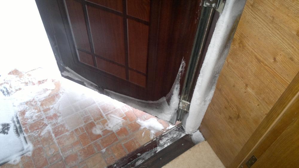 Замерзла дверь, не могу открыть ключем, утепляем дверной про.