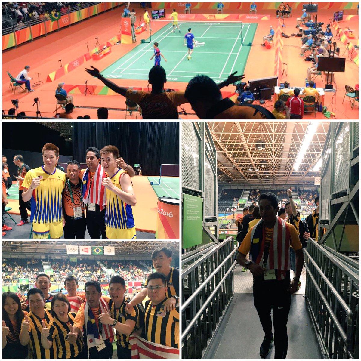 . @Khairykj bersama V Shem/Wee Kiong selepas kemenangan Vs beregu no.1 dunia dari Korea. @TeamMsia #GoTeamMalaysia https://t.co/eUFnZvcOQl