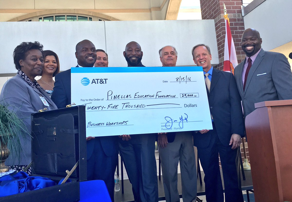 .@ATT happy to contribute $25K for business workshops for h.s. students @PinellasEd #ATTimpact @EdNarain @Kriseman https://t.co/iSQMRaN5yn